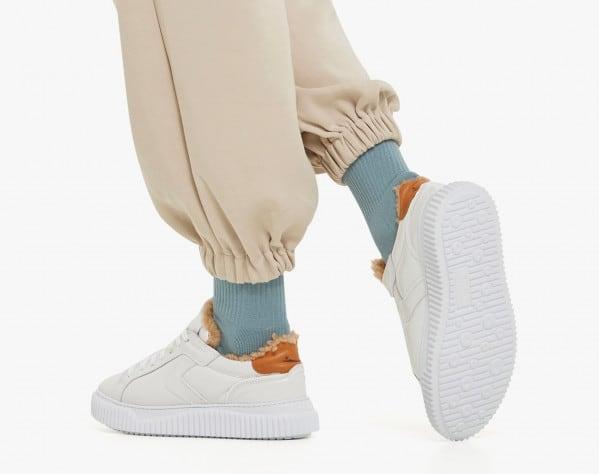 LIPARI PUMP FUR - Sneaker in vernice imbottita con fodera in shearling - Bianco