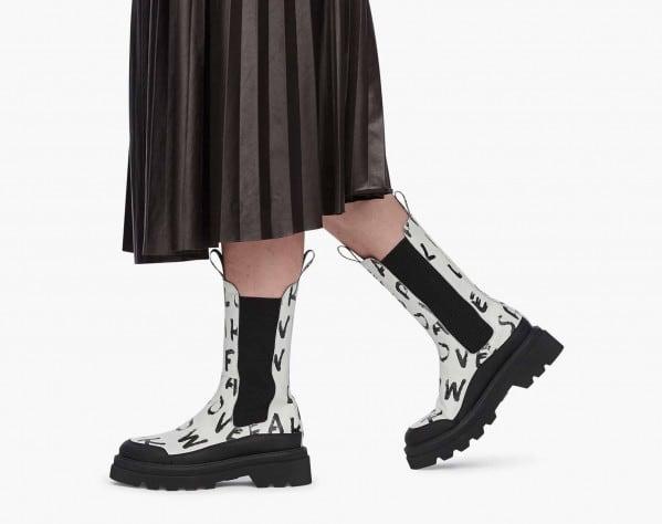 MELBA - Chelsea boot in pelle stampata - Ghiaccio-Nero